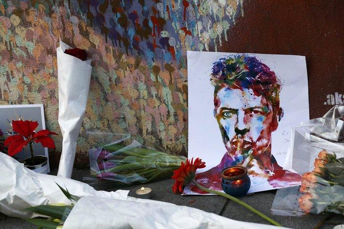 Λούλούδια & κεριά στα σπίτια του Μπάουι σε Βερολίνο - Λονδίνο- Ν.Υόρκη φωτό - εικόνα 3