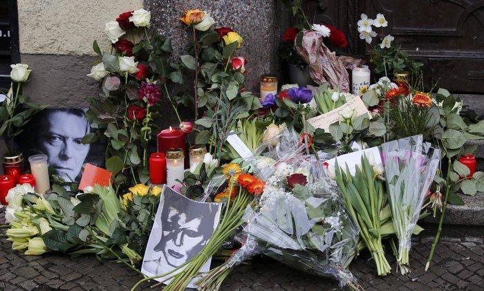 Λούλούδια & κεριά στα σπίτια του Μπάουι σε Βερολίνο - Λονδίνο- Ν.Υόρκη φωτό - εικόνα 6