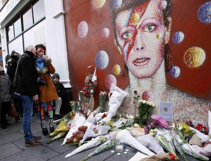Λούλούδια & κεριά στα σπίτια του Μπάουι σε Βερολίνο - Λονδίνο- Ν.Υόρκη φωτό - εικόνα 8