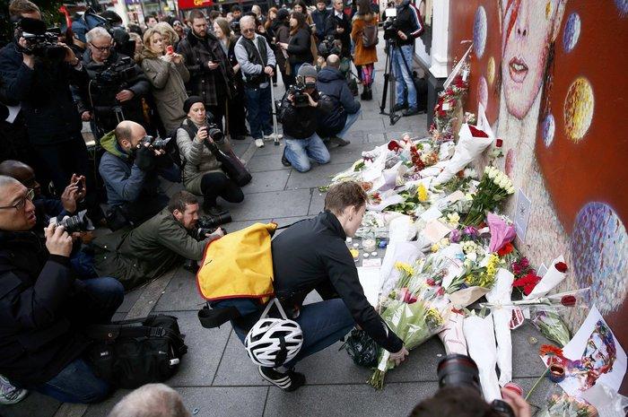 Λούλούδια & κεριά στα σπίτια του Μπάουι σε Βερολίνο - Λονδίνο- Ν.Υόρκη φωτό - εικόνα 9
