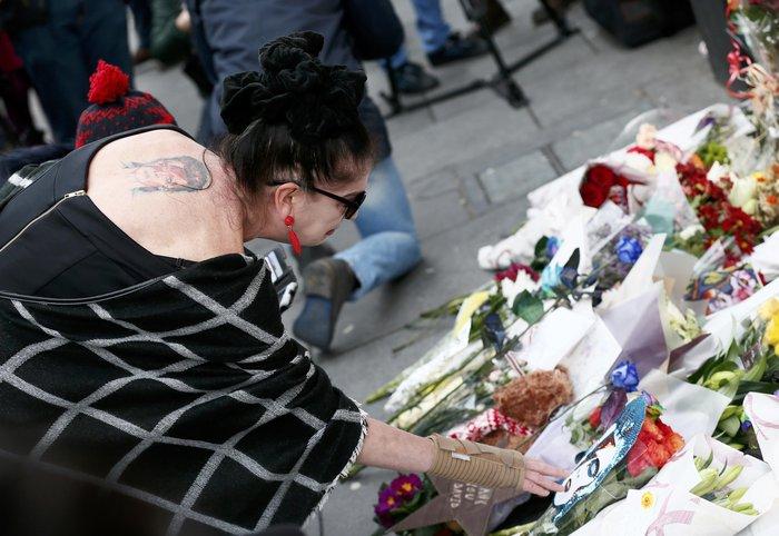 Λούλούδια & κεριά στα σπίτια του Μπάουι σε Βερολίνο - Λονδίνο- Ν.Υόρκη φωτό - εικόνα 12