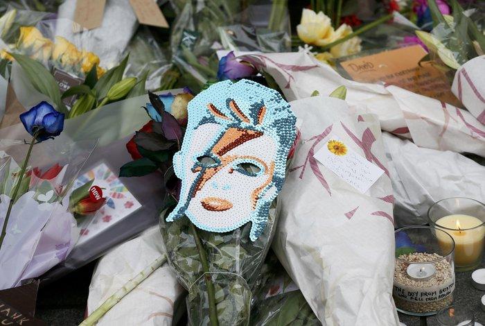 Λούλούδια & κεριά στα σπίτια του Μπάουι σε Βερολίνο - Λονδίνο- Ν.Υόρκη φωτό - εικόνα 14