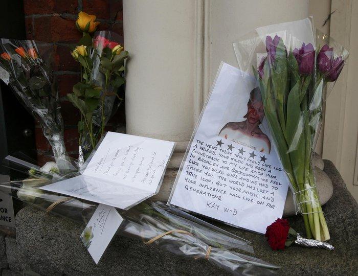 Λούλούδια & κεριά στα σπίτια του Μπάουι σε Βερολίνο - Λονδίνο- Ν.Υόρκη φωτό - εικόνα 15