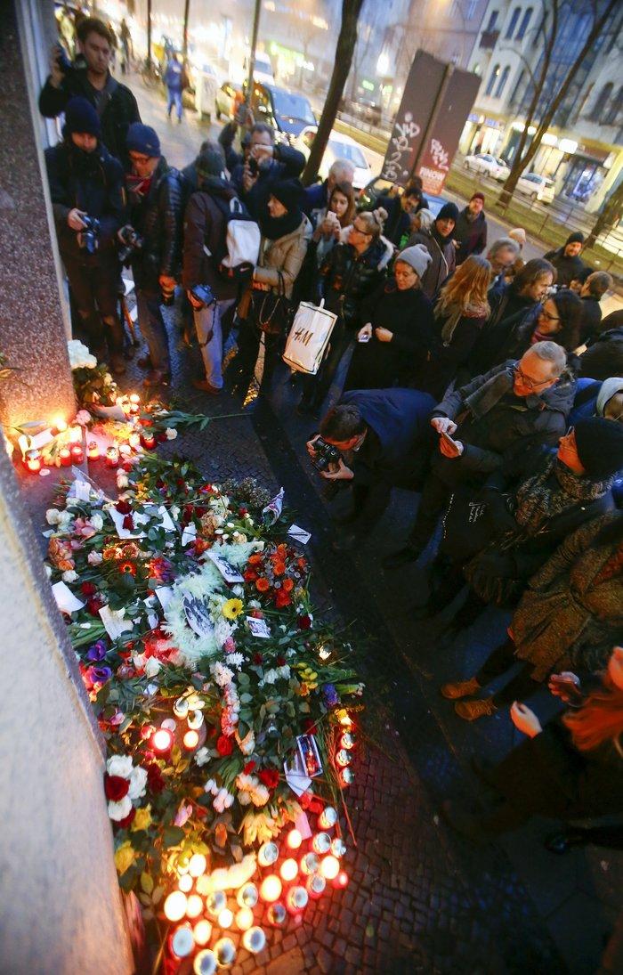 Λούλούδια & κεριά στα σπίτια του Μπάουι σε Βερολίνο - Λονδίνο- Ν.Υόρκη φωτό - εικόνα 24