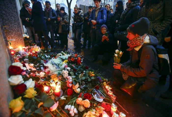 Λούλούδια & κεριά στα σπίτια του Μπάουι σε Βερολίνο - Λονδίνο- Ν.Υόρκη φωτό - εικόνα 25