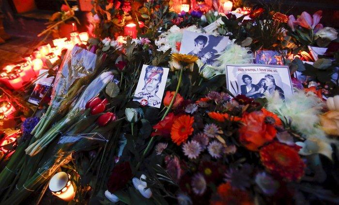 Λούλούδια & κεριά στα σπίτια του Μπάουι σε Βερολίνο - Λονδίνο- Ν.Υόρκη φωτό - εικόνα 26