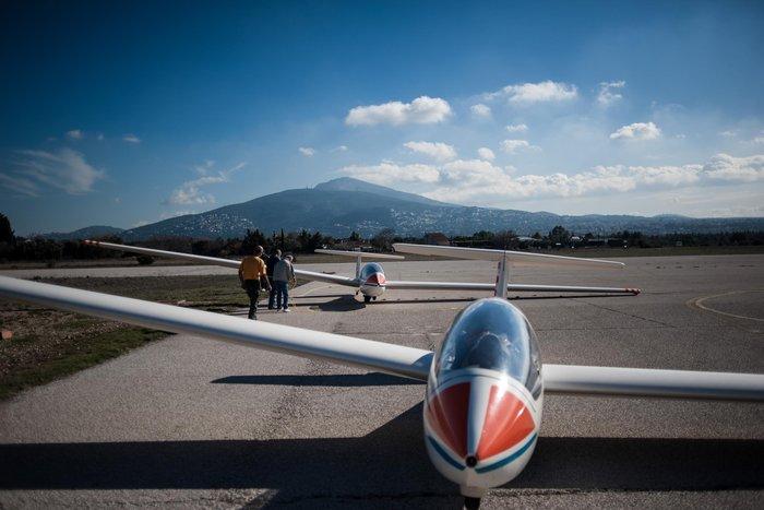 Εντυπωσιακές πτήσεις και εικόνες με ανεμόπτερα της ανεμολέσχης Αθηνών - εικόνα 4