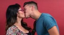 Γκέι φιλούν στρέιτ για πρώτη φορά. Δείτε τι γίνεται