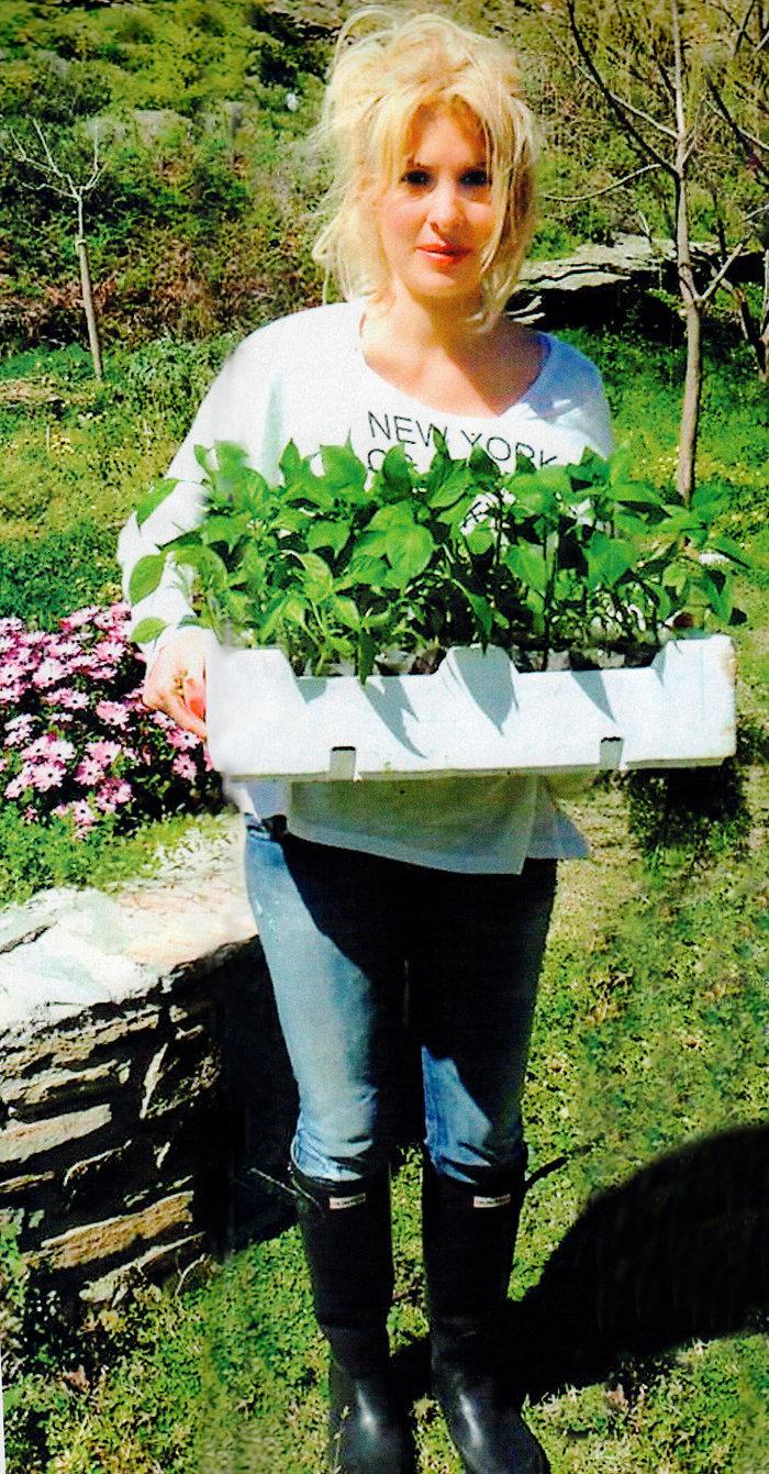 Ελένη Μενεγάκη: Η ακριβοπληρωμένη παρουσιάστρια που έγινε αγρότισσα!