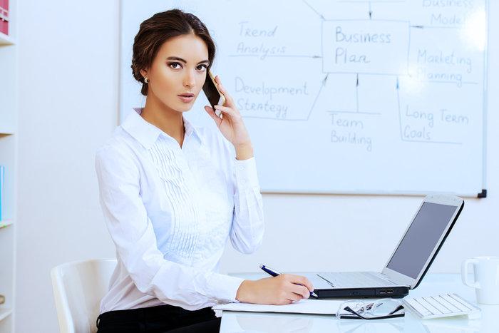 Οι εργοδότες μπορούν πλέον να ελέγχουν νόμιμα τα chat των υπαλλήλων τους