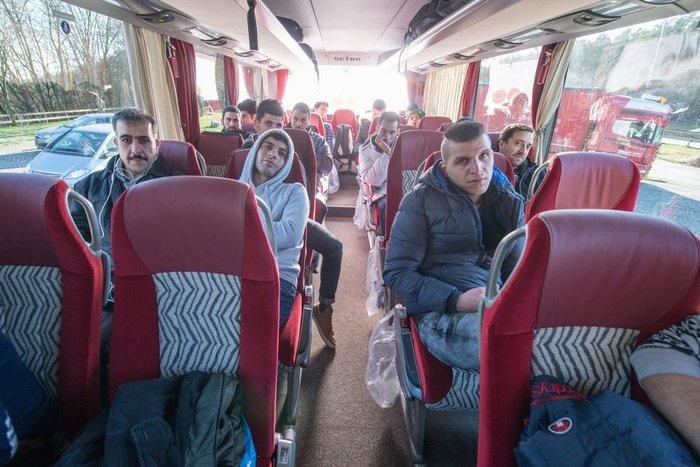 'Eστειλε λεωφορείο με 30 πρόσφυγες στη Μέρκελ! - εικόνα 2