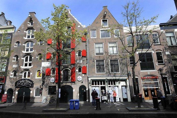 Σβήνουν τα «κόκκινα φανάρια» του ΄Αμστερνταμ. Το σεξ υπό διωγμό