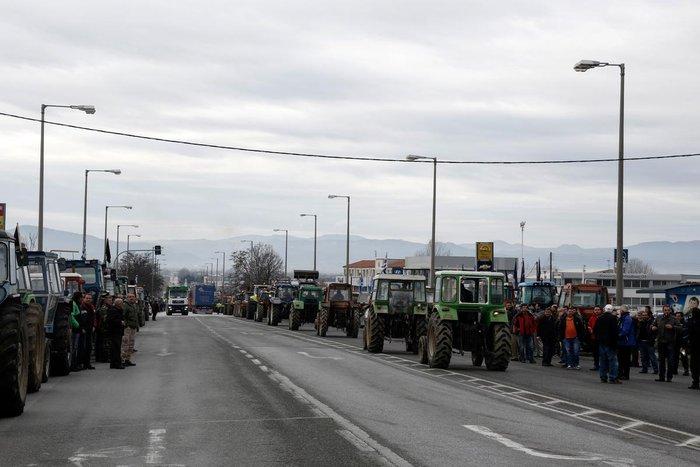 Στους δρόμους τα τρακτέρ- Ενταση στον Προμαχώνα (video)