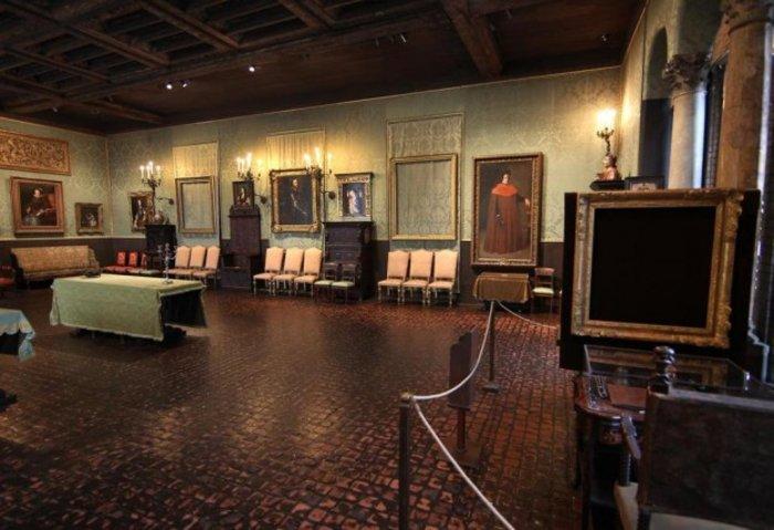 Το μουσείο με άδειες κορνίζες στη θέση των κλεμένων έργων