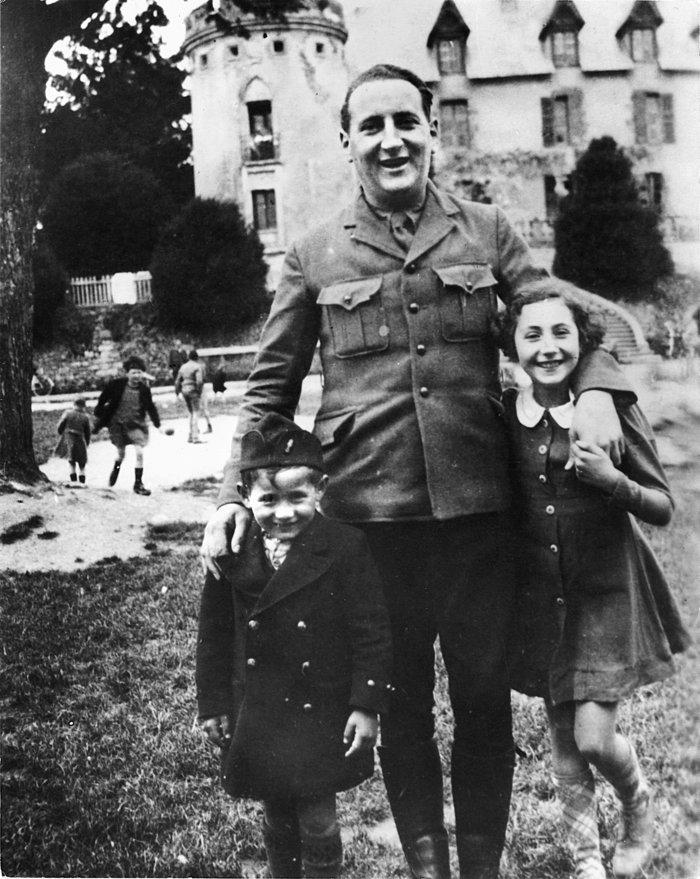 Ο Αρνό Κλάρσφελντ με τα παιδιά του, Σερζ και Ζωρζέτ. Χάθηκε στους θαλάμους αερίων του ΄Αουσβιτς.