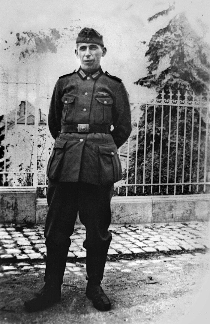 Ο Κουρτ Κύντσελ, πατέρας της Μπεάτε, στρατιώτης στο Βέλγιο, 1940
