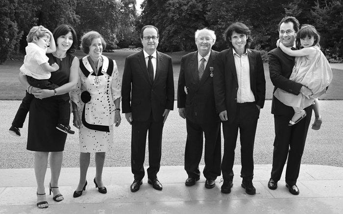 Στις 20/7/2014 ο Γάλλος πρόεδρος Φρανσουά Ολάντ απονέμει στη Μπεάτε την ανώτερη διάκριση της Λεγεώνας της Τιμής και στον Σερζ εκείνη του Μεγάλου Αξιωματούχου παρουσία της οικογένειάς τους.