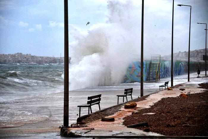 Φάληρο όπως... Μαϊάμι: Το εντυπωσιακό πέρασμα της κακοκαιρίας απ' την Αθήνα - εικόνα 3