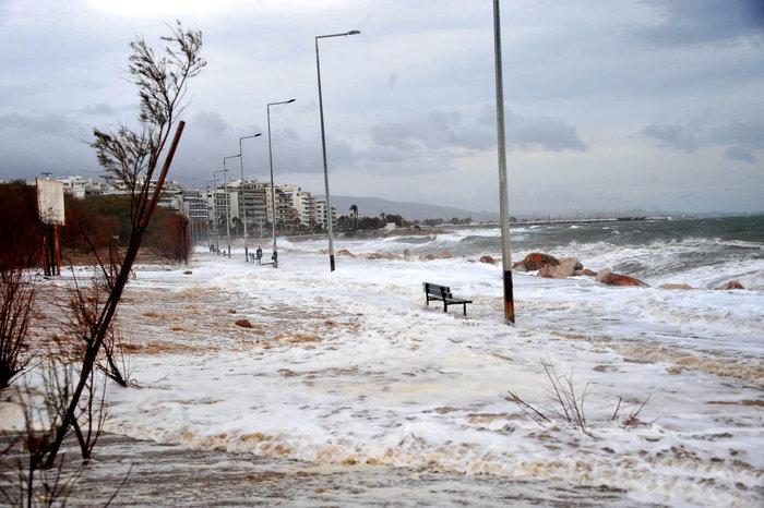 Φάληρο όπως... Μαϊάμι: Το εντυπωσιακό πέρασμα της κακοκαιρίας απ' την Αθήνα - εικόνα 6