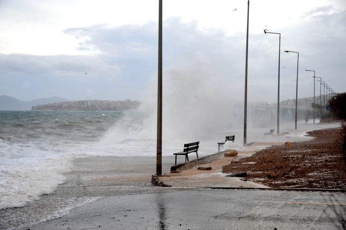 Φάληρο όπως... Μαϊάμι: Το εντυπωσιακό πέρασμα της κακοκαιρίας απ' την Αθήνα - εικόνα 9