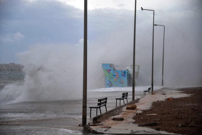 Φάληρο όπως... Μαϊάμι: Το εντυπωσιακό πέρασμα της κακοκαιρίας απ' την Αθήνα - εικόνα 14