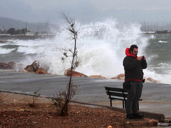 Φάληρο όπως... Μαϊάμι: Το εντυπωσιακό πέρασμα της κακοκαιρίας απ' την Αθήνα - εικόνα 18
