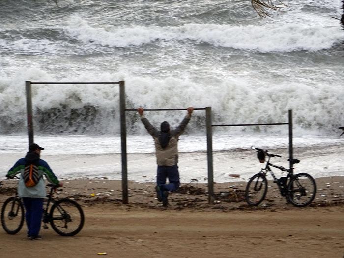 Φάληρο όπως... Μαϊάμι: Το εντυπωσιακό πέρασμα της κακοκαιρίας απ' την Αθήνα - εικόνα 23
