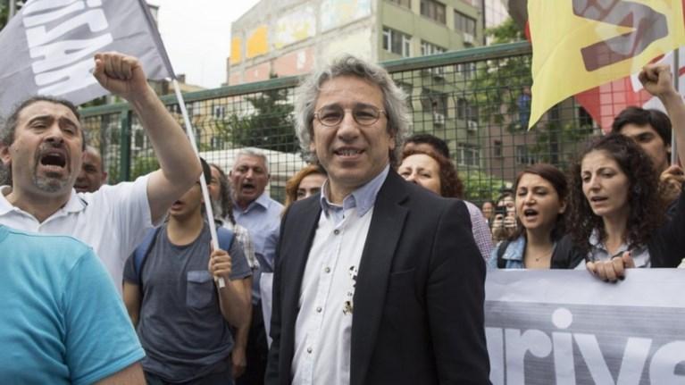 kan-ntountar-tis-cumhuriyet--i-ee-sunergazetai-me-ton-fasista-erntogan
