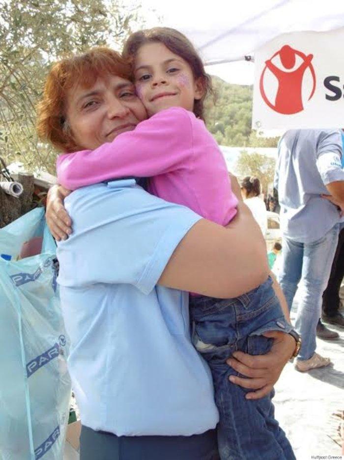Οι «άγγελοι» της ΕΛΑΣ στο πλευρό των προσφύγων
