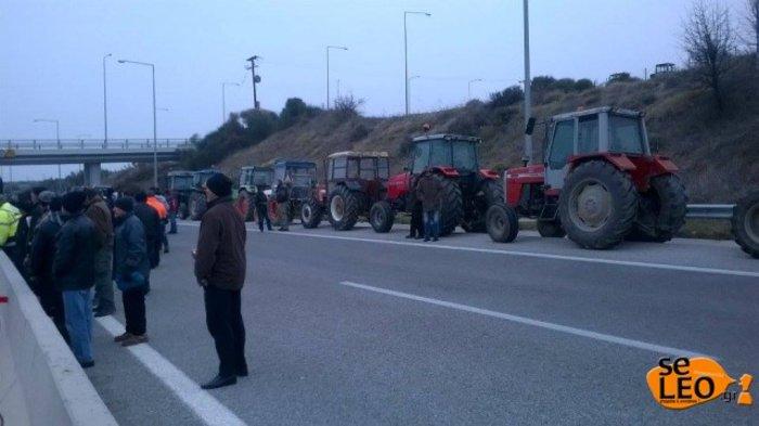 Κλείνουν την Εγνατία οι αγρότες των Σερρών - εικόνα 3
