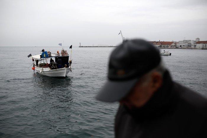 Τρακτέρ και καΐκια γέμισαν την παραλία Θεσσαλονίκης - εικόνες από το λιμάνι