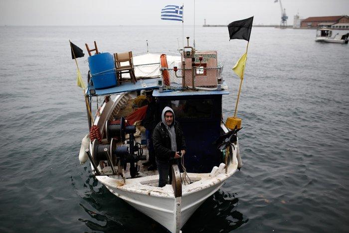 Τρακτέρ και καΐκια γέμισαν την παραλία Θεσσαλονίκης - εικόνες από το λιμάνι - εικόνα 2