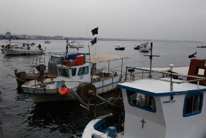 Τρακτέρ και καΐκια γέμισαν την παραλία Θεσσαλονίκης - εικόνες από το λιμάνι - εικόνα 3