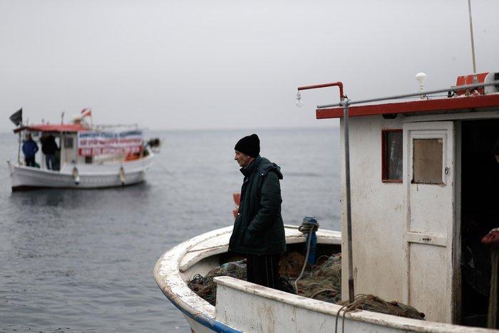 Τρακτέρ και καΐκια γέμισαν την παραλία Θεσσαλονίκης - εικόνες από το λιμάνι - εικόνα 4