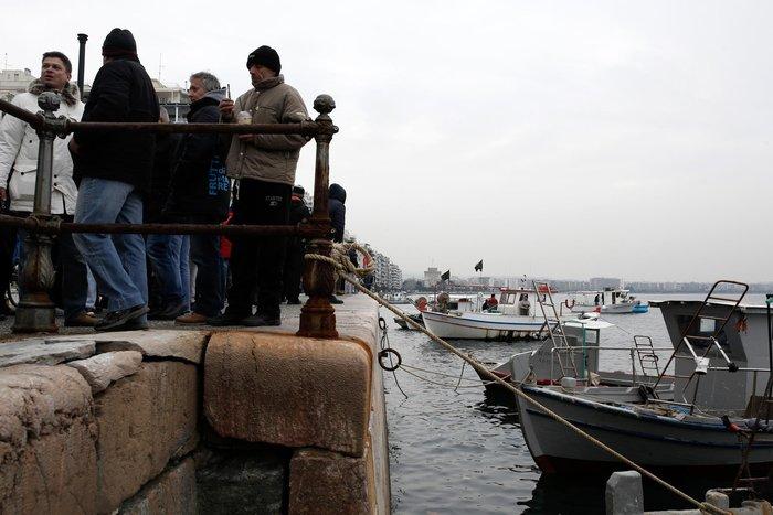 Τρακτέρ και καΐκια γέμισαν την παραλία Θεσσαλονίκης - εικόνες από το λιμάνι - εικόνα 9