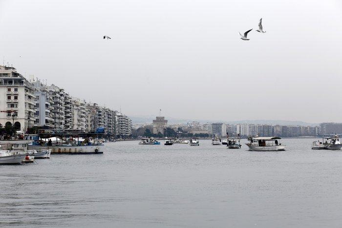 Τρακτέρ και καΐκια γέμισαν την παραλία Θεσσαλονίκης - εικόνες από το λιμάνι - εικόνα 13