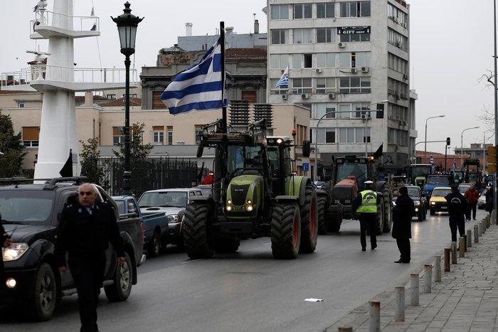 Τρακτέρ και καΐκια γέμισαν την παραλία Θεσσαλονίκης - εικόνες από το λιμάνι - εικόνα 16