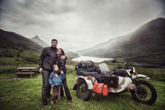 Έκαναν ταξίδι 28.000 χλμ. με το 4χρονο γιο τους για να γνωρίσει τον κόσμο - εικόνα 2