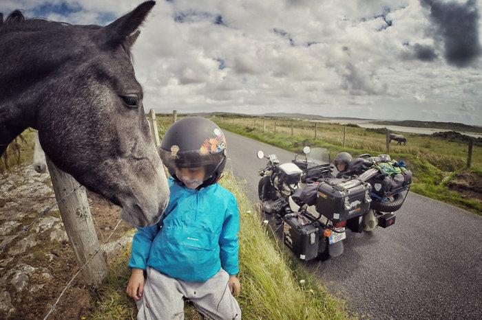 Έκαναν ταξίδι 28.000 χλμ. με το 4χρονο γιο τους για να γνωρίσει τον κόσμο - εικόνα 12