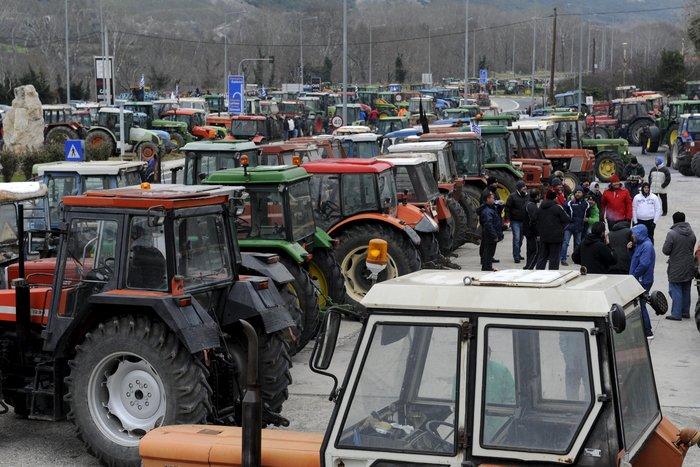 Σε πολιορκία η κυβέρνηση από αγρότες και επαγγελματίες - εικόνα 2