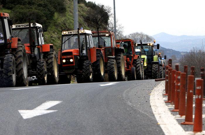 Σε πολιορκία η κυβέρνηση από αγρότες και επαγγελματίες - εικόνα 4