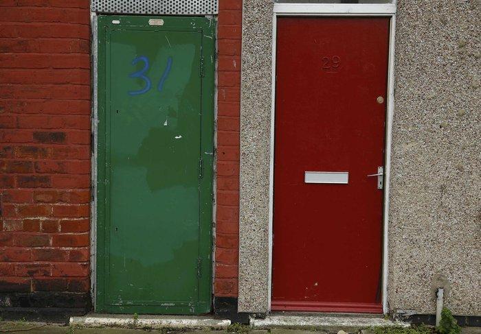 Βρετανία: Βάζουν τους πρόσφυγες σε σπίτια με κόκκινες πόρτες