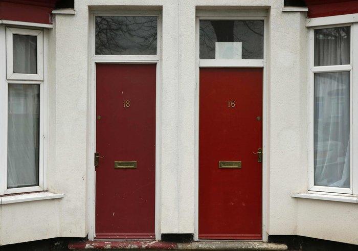 Βρετανία: Βάζουν τους πρόσφυγες σε σπίτια με κόκκινες πόρτες - εικόνα 4