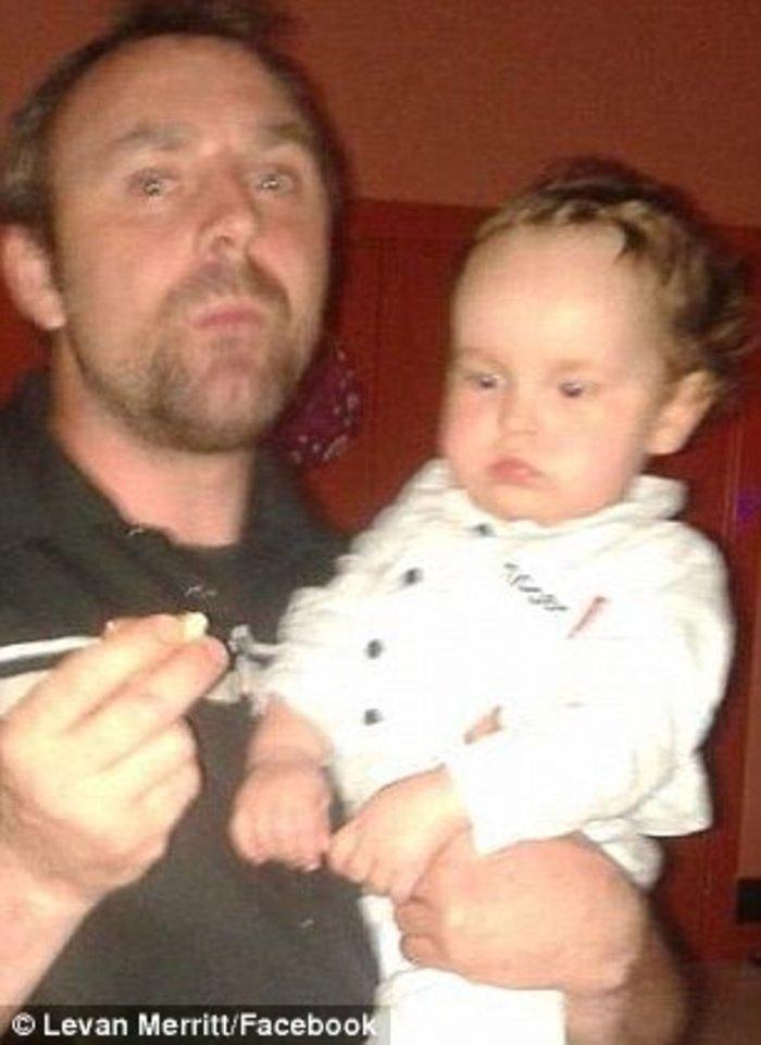 Ο Λέβαν με το ένα από τα παιδιά του