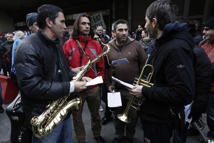 Πορεία μετά μουσικής καλλιτεχνών για το ασφαλιστικό - εικόνα 3