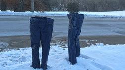 Ο snowzilla γέννησε νέα μόδα:τα όρθια  παγωμένα τζιν παντελόνια!