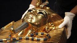 Δίωξη σε υπαλλήλους του Μουσείου που έσπασαν τη μάσκα του Τουταγχαμών
