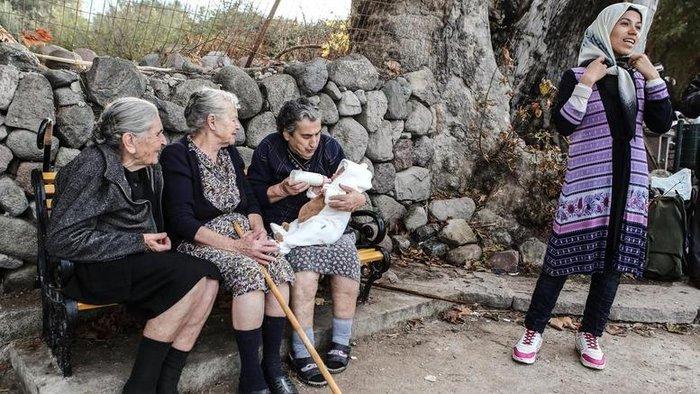 Στις 300 χιλ οι υπογραφές για το Νόμπελ στους νησιώτες - εικόνα 3