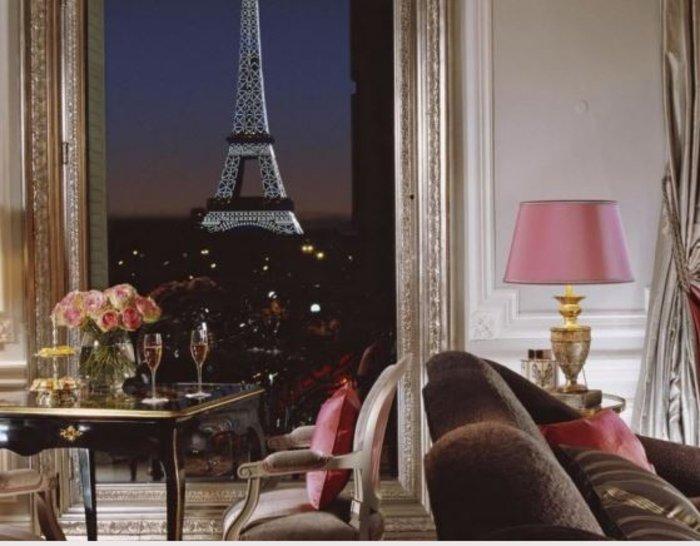 18. Hôtel Plaza Athénée, Παρίσι, Γαλλία από $1526