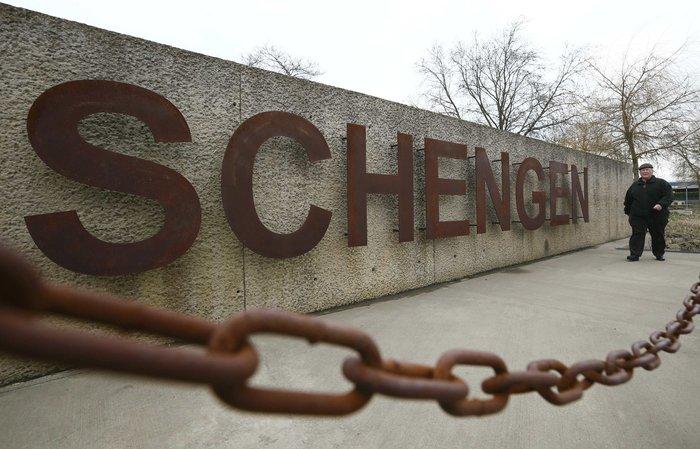 Η επιγραφή «Σέγκεν» στην αποβάθρα δίπλα στον ποταμό Moselle